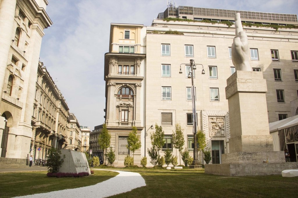 Piazza Affari verde | Temporary architecture by Lascia la Scia
