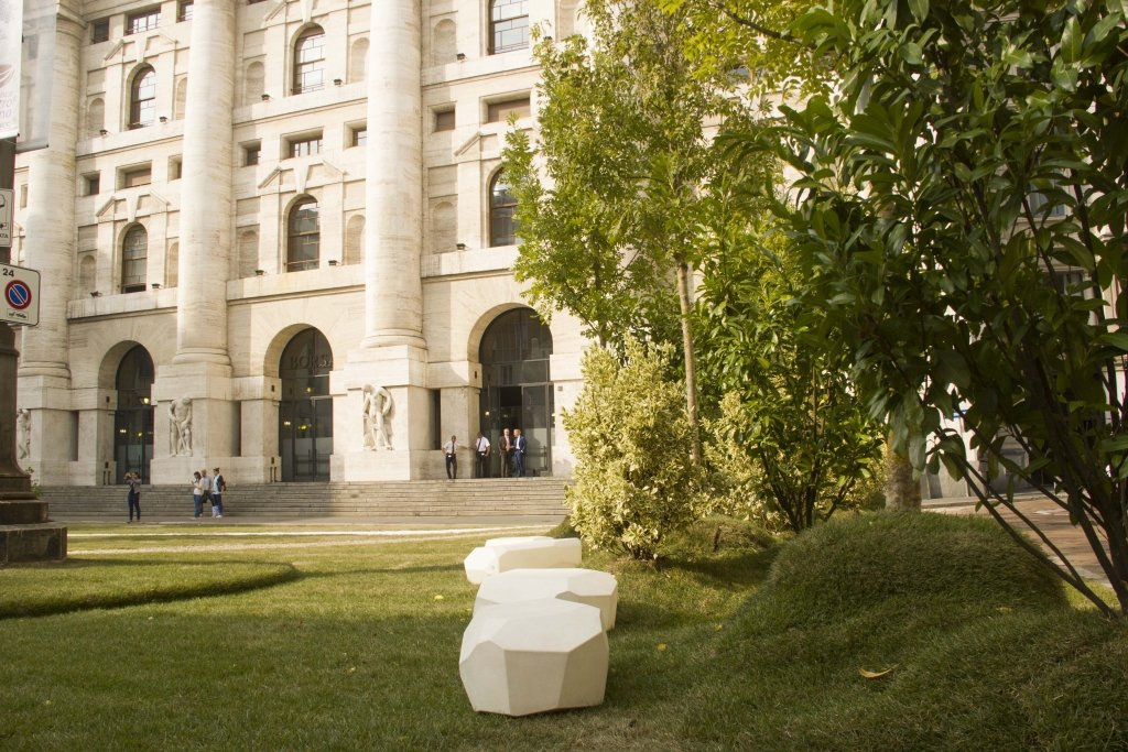 Temporary architecture by Lascia la Scia a Piazza Affari!